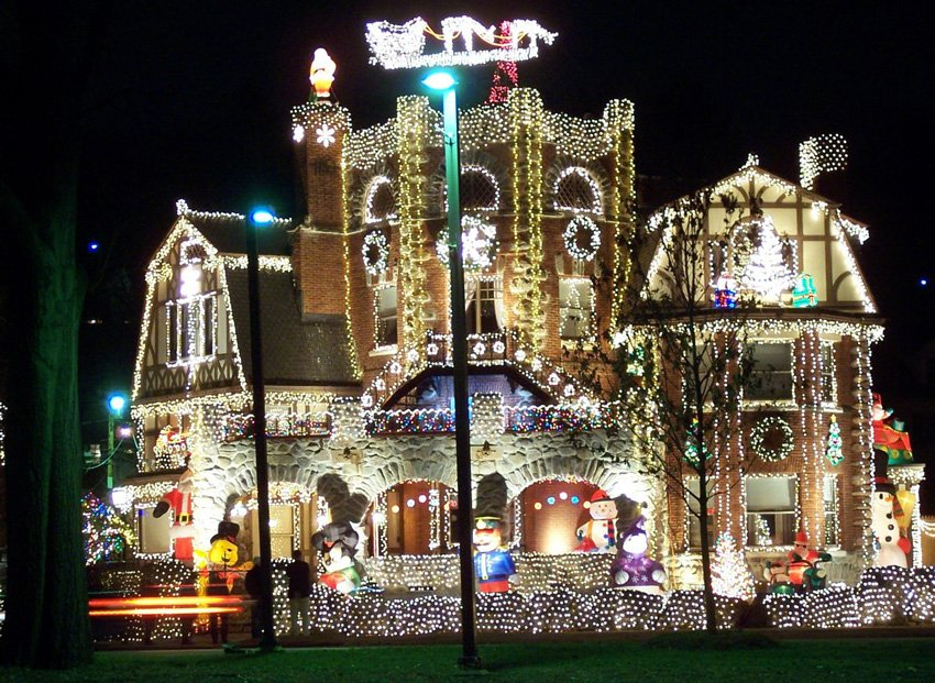 get ready to be impressed with these 9 crazy christmas lights displays beau coup blog - Best Christmas Light Shows