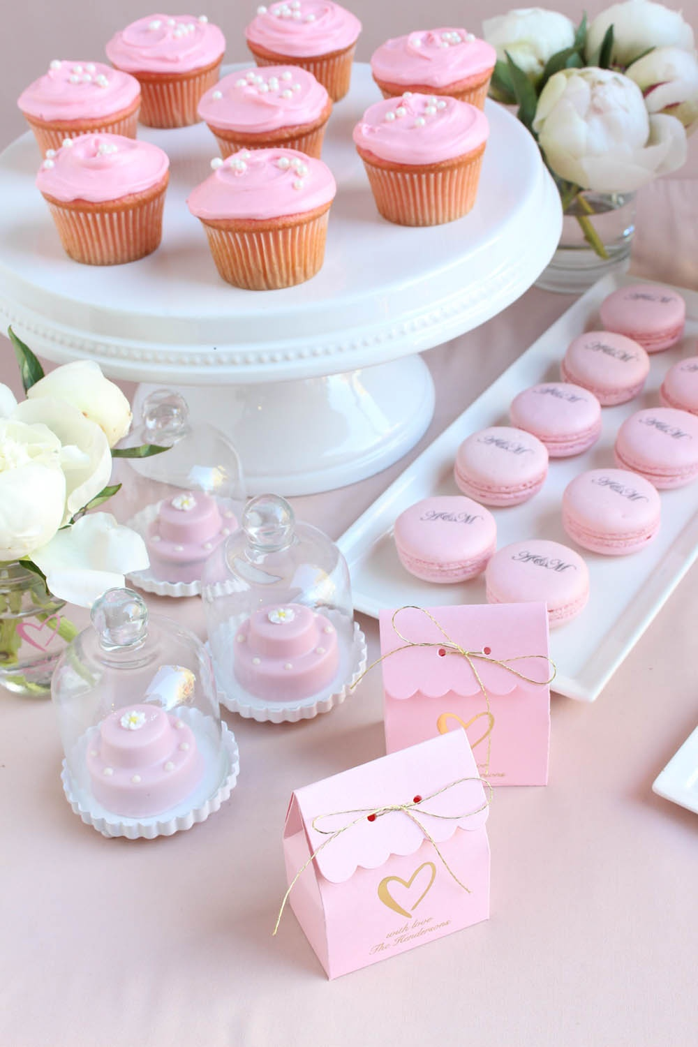 pink wedding, heart themed wedding, classic wedding, pink and gold wedding, blush pink wedding, classic heart wedding, pink cupcakes, pink macarons, pink favor boxes, pink favor bags, pink edibles, pink favors