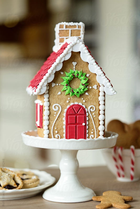christmas cake stand with gingerbread house