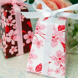Patterned Pedestal Favor Box