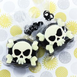 Skull and Crossbones Chocolate Covered Oreo