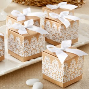 """Rustic & Lace"" Kraft Favor Boxes"