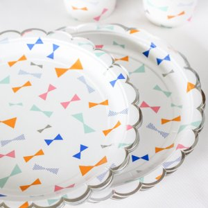 "Toot Sweet Bow Pattern 9"" Party Plate"