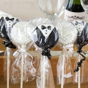 Bridal Chocolate Covered Oreo Pop