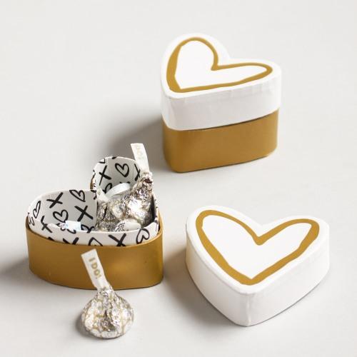 Heart & Kisses Favor Box